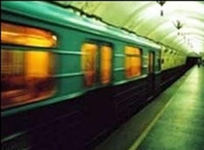 Помнить про правила безопасности в метро - очень важно