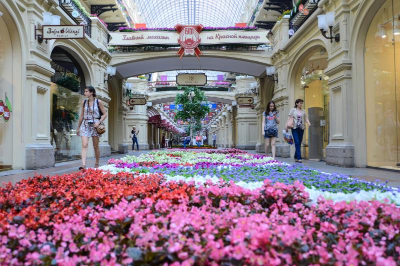 В Главном Универсальном Магазине появилось целое море цветов