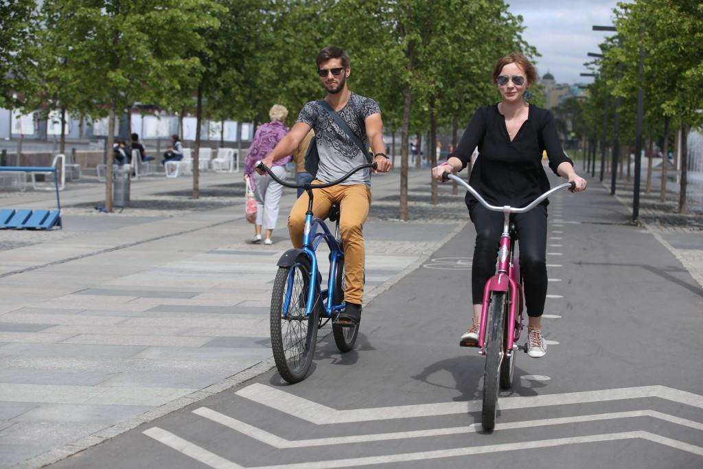 Центр столицы берет свое велодорожками и пешеходными зонами