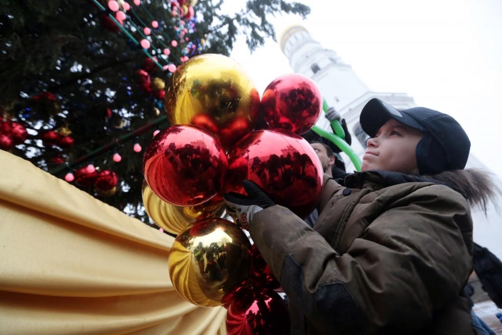 В Главном универмаге Москвы появилась ретро-елка