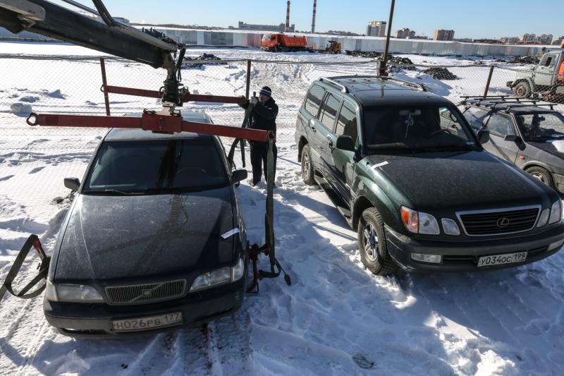 И под машиной снег уберет