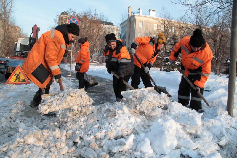 Депутат Мосгордумы призвал горожан помочь коммунальщикам в уборке снега