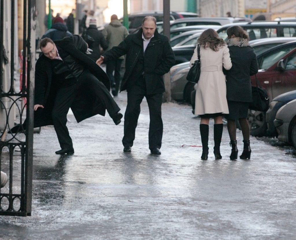 До конца рабочей недели в Москве сохранится гололед