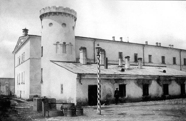 Столетние новости: Фонтан у Бутырской тюрьмы