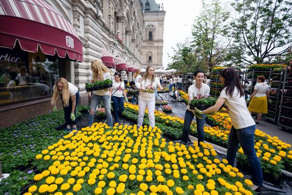 Фестиваль цветов открылся на территории ГУМа