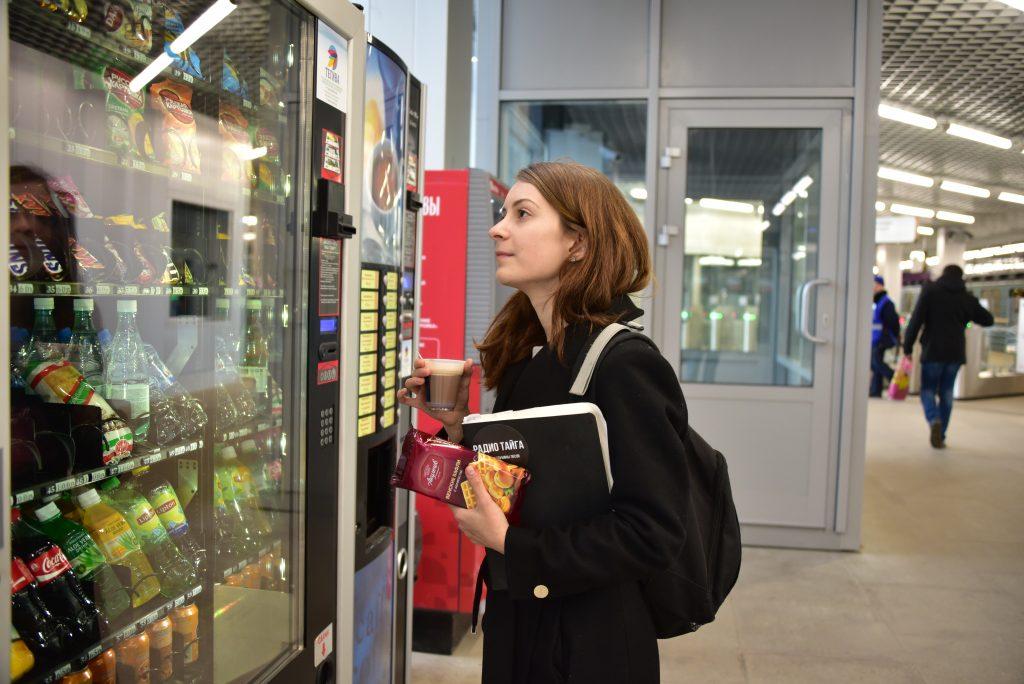 На всех станциях Московского метро поставят аппараты с едой и напитками