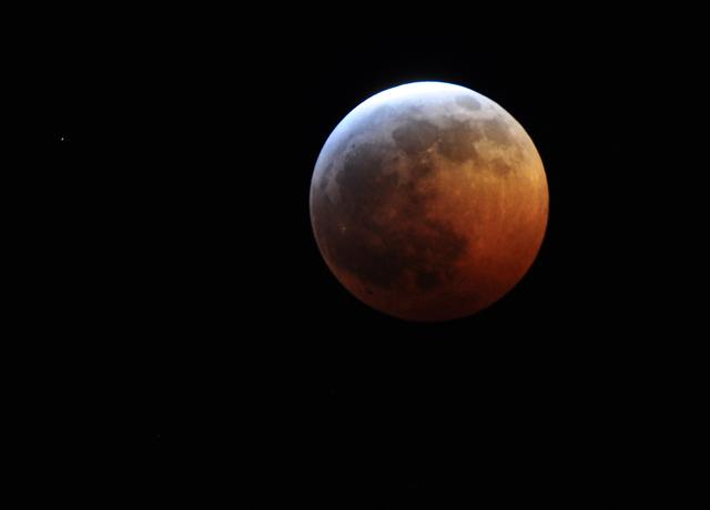В четверг москвичи увидят на небе слияние Луны и Марса
