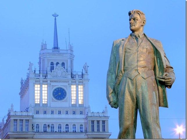 Дата дня: 58 лет назад на Триумфальной площади открыли памятник Маяковскому