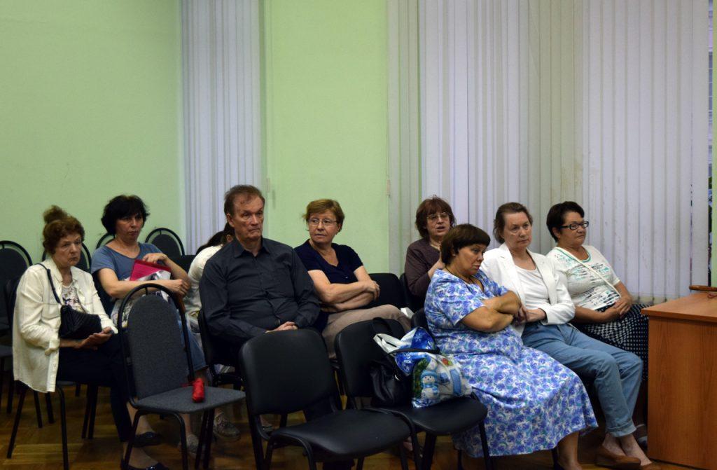 Муниципальные депутаты обсудили летние кафе и капремонт