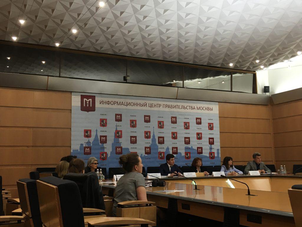 Два департамента столицы обсудили подготовку к новому учебному году