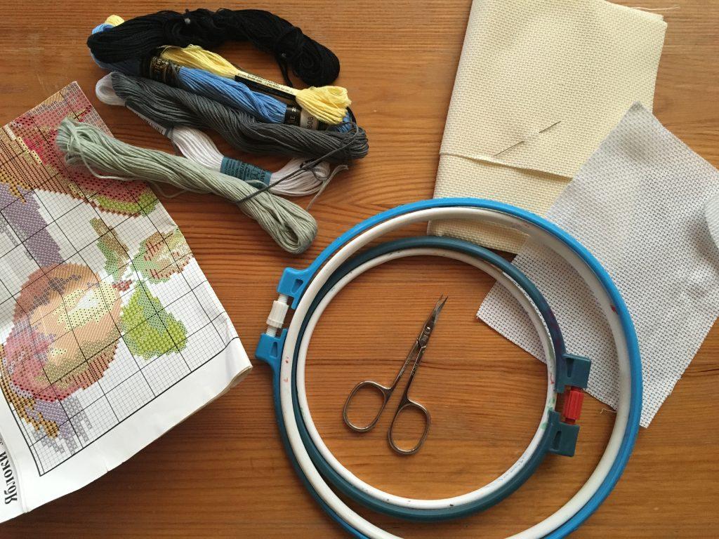Как вышить рисунок крестиком на джинсовой ткани
