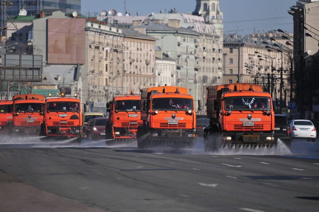 Улицы Москвы обработают шампунем перед зимой