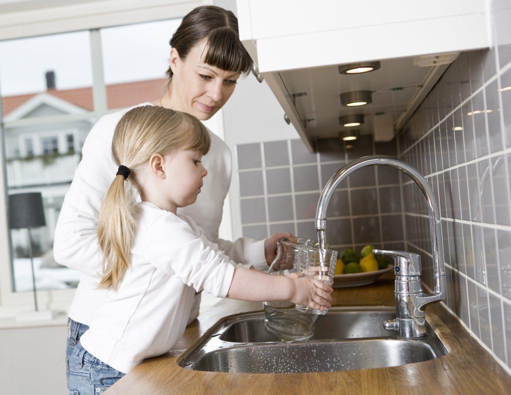 Мошенники предлагают очистить и без того чистую воду