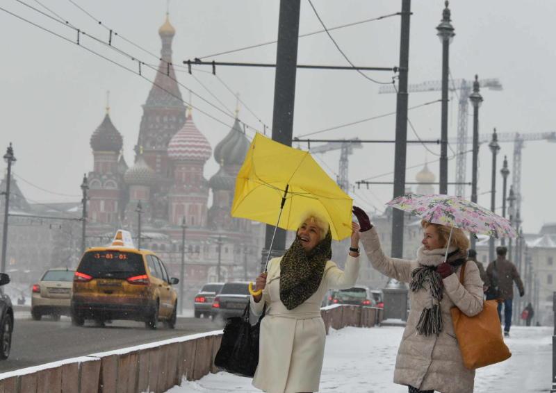 Работы по благоустройству пройдут на Кремлевской набережной и Боровицкой площади