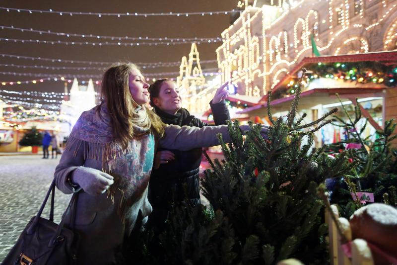 ГУМ украсили дизайнерские елочки и более 30 тысяч лампочек