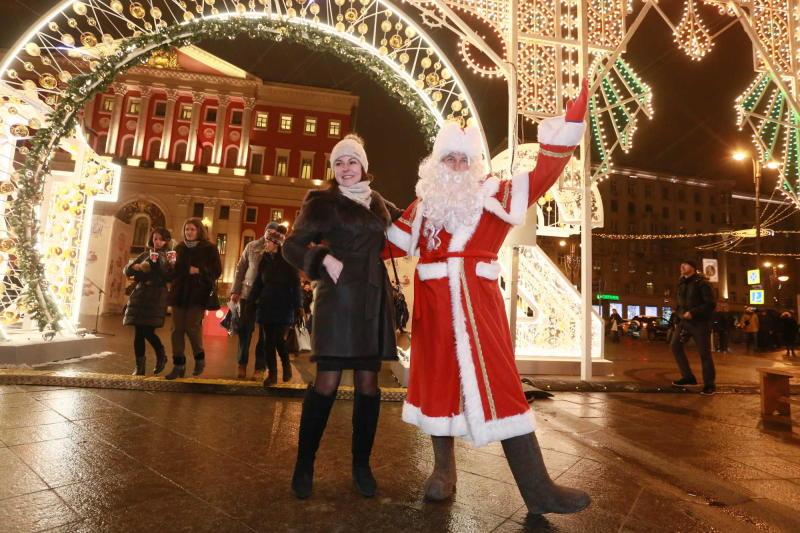 Флешмоб «Обними Деда Мороза» пройдет на Манежной площади