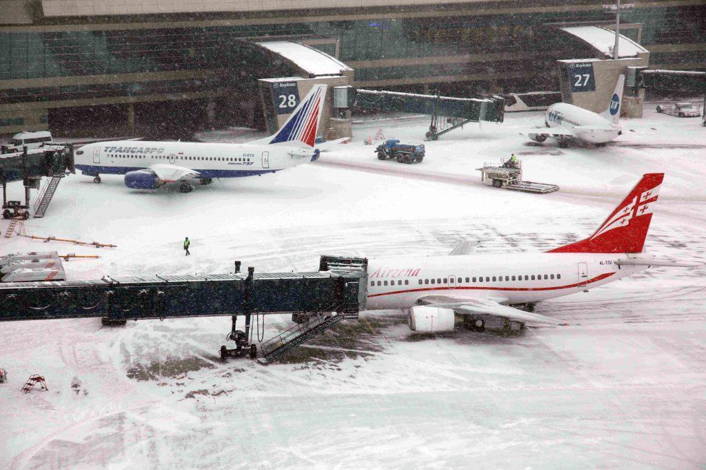 Снегопад: аэропорты Москвы отменили 25 рейсов