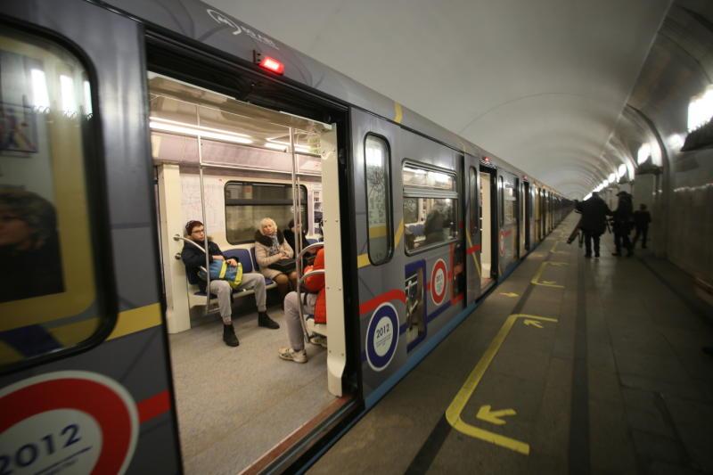Именной поезд «Плехановец» запустили на «серой» линии метро