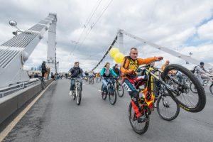 Среди участников были москвичи и гости города на самых разных моделях велосипедов. Фото: Игорь Иванко, «Вечерняя Москва»