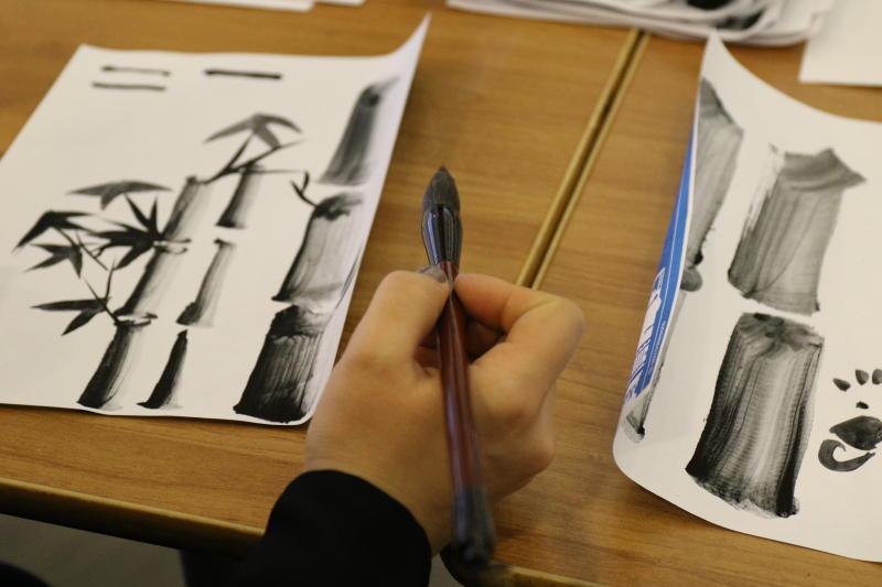Мастер-класс по китайской каллиграфии провели для гостей фестиваля «Красная площадь»