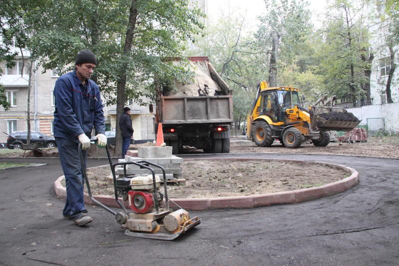 Работы по благоустройству дворов в Тверском районе закончены по 300 адресам