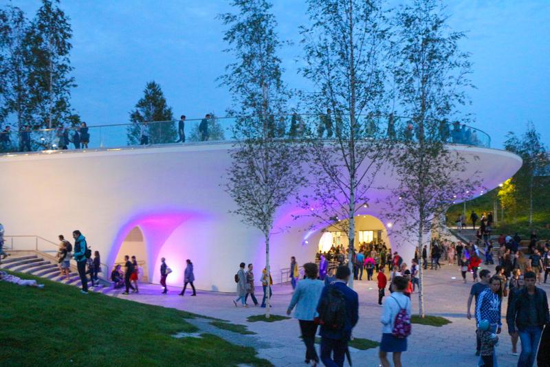 Ландшафт парка и деревья будут освещать белым цветом.. Фото: mos.ru