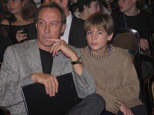2004 год. С дедом Олегом Янковским. Фото: Photoxpress