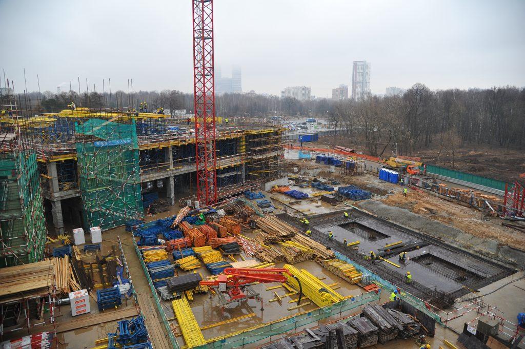 Количество полузаброшенных строек в Москве за семь лет сократилось в два с половиной раза