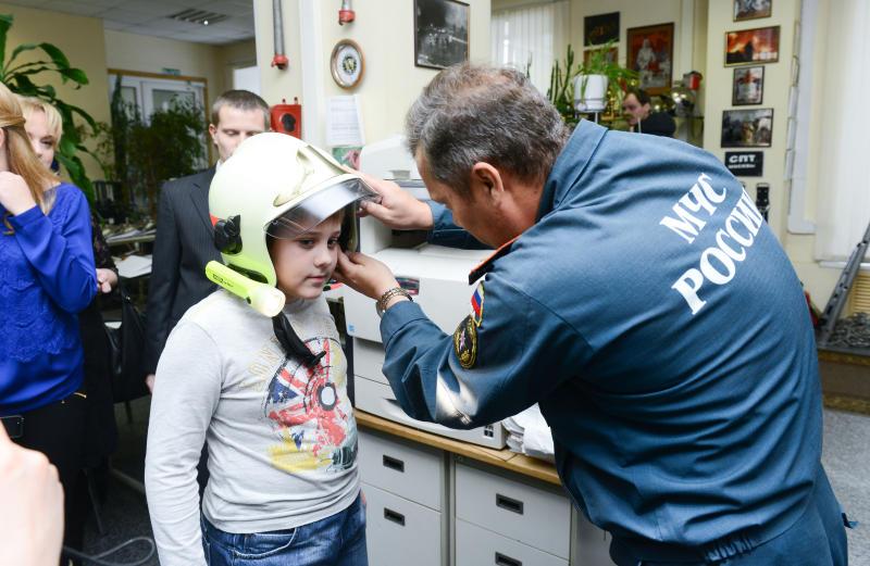 Свыше пяти тысяч профилактических мероприятий с москвичами провели в 2017 году сотрудники МЧС