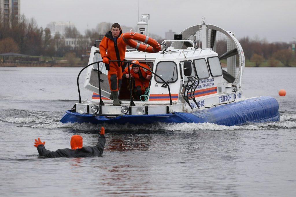 Показательные учения водных спасателей