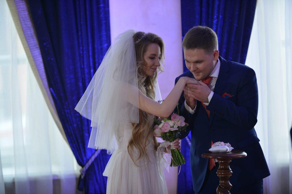 В День матери Москва сыграет более 1300 свадеб
