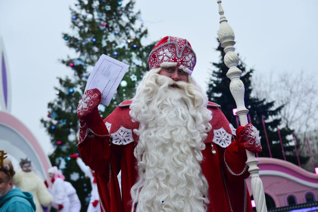 Главный Дед Мороз дал пресс-конференцию в Москве
