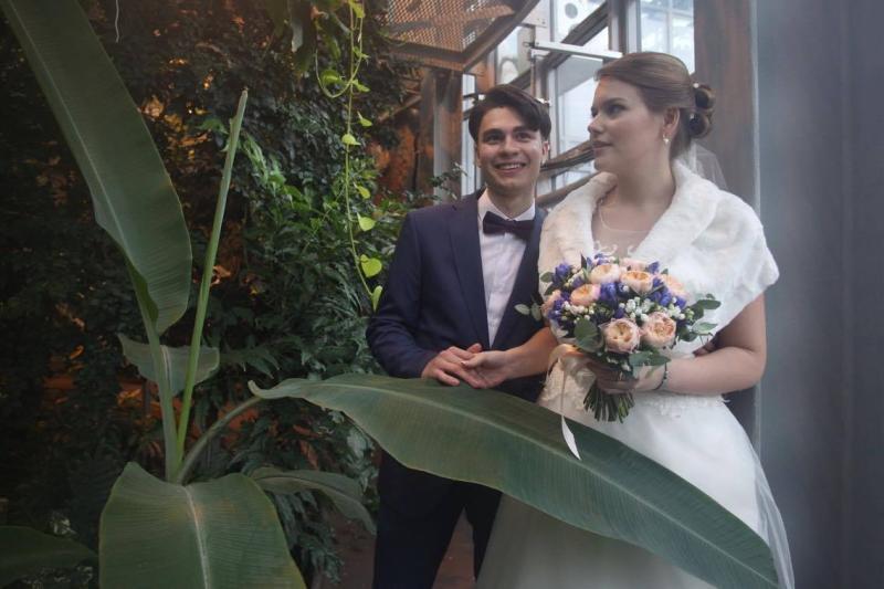 Под звездным небом и на стадионе: где в Москве провести необычную регистрацию брака
