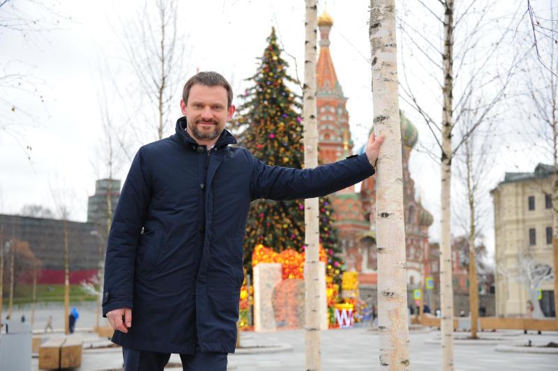 Новогодняя ель появилась в парке «Зарядье»