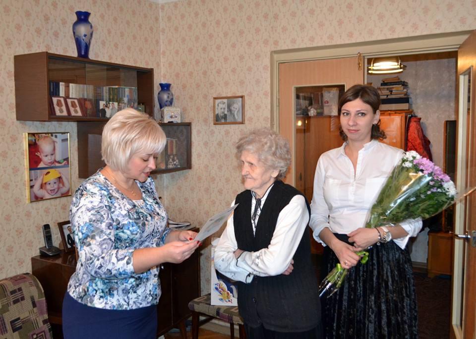 Представители Совета депутатов и управы Мещанского района поздравили юбиляров-долгожителей