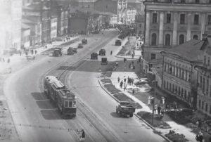 В 1930-х годах улицу заасфальтировали. Фото: скриншот YouTube, AlexOF
