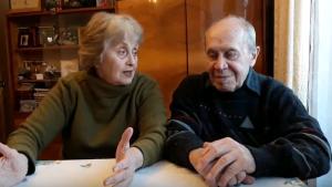 Светлана и Анатолий Гольневы, которые живут в этом доме уже 54 года. Фото: Анастасия Андреева
