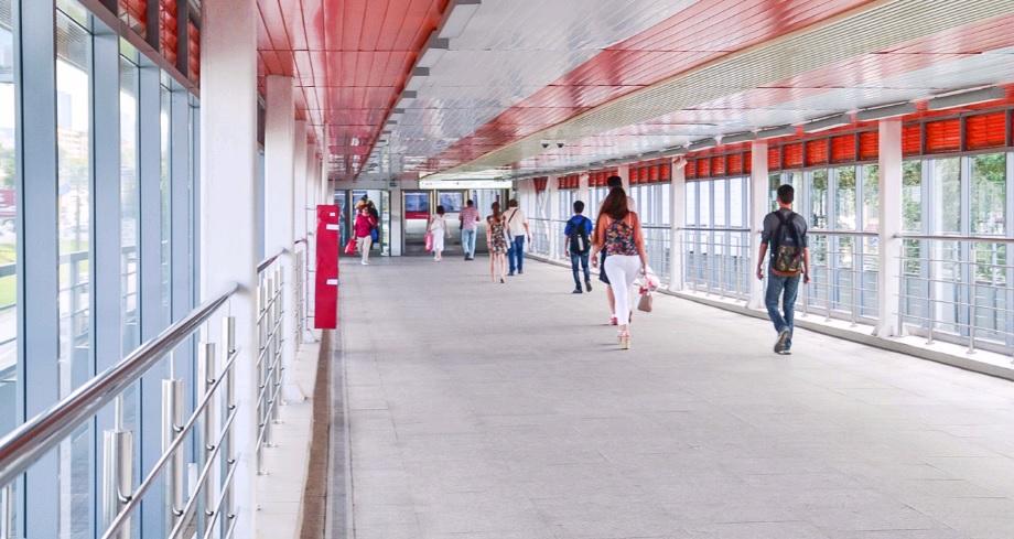 Новую стройплощадку надземного пешеходного перехода откроют в Москве