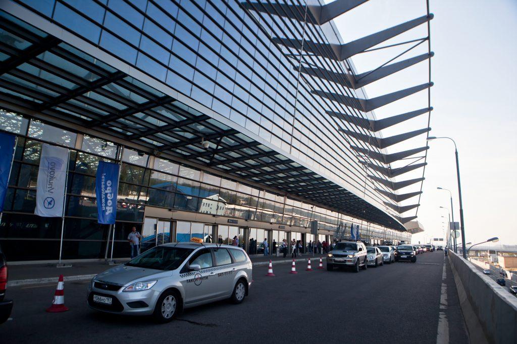 ФАС сняла обвинения в дискриминации такси с аэропорта Внуково