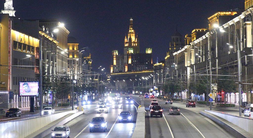 Десятки тысяч «умных» фонарей появятся в Москве