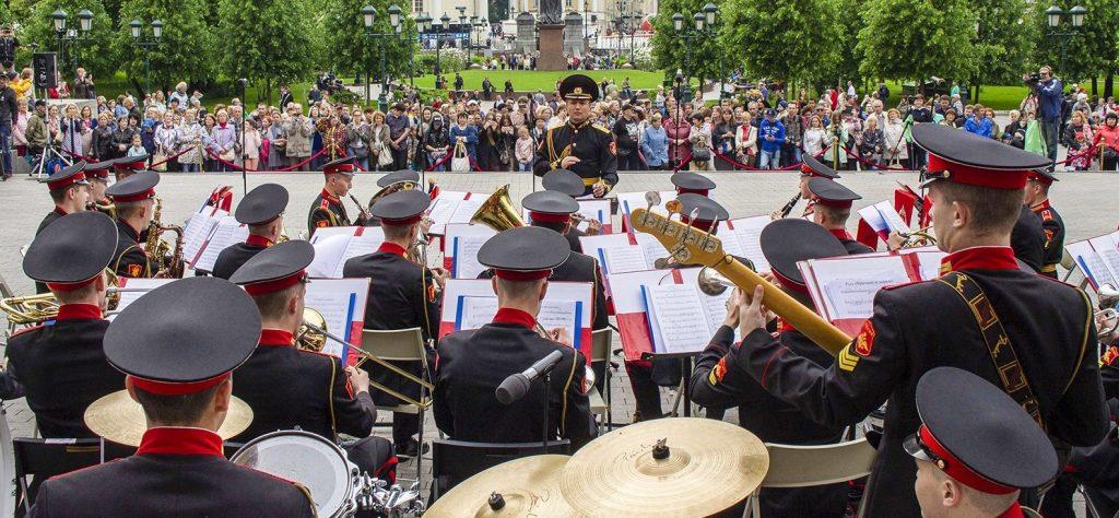 Концерты военных оркестров пройдут в 13 столичных парках