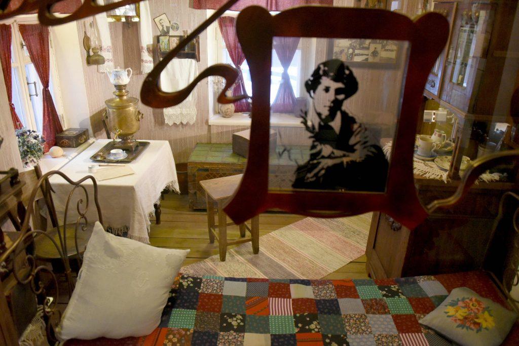 Музей Сергея Есенина перенесет москвичей в мир Роберта Рождественского