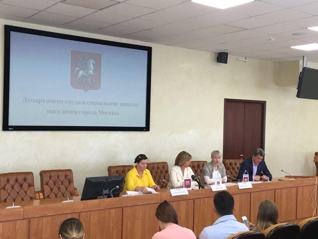 Столичные власти обсудили поддержку родителей приемных детей
