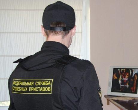 Московские судебные приставы-исполнители взыскали со строительной компании неустойку и компенсацию морального вреда