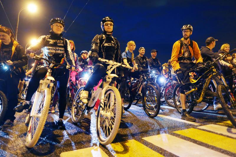 Почти 20 тысяч москвичей хотят поучаствовать в ночном велопараде