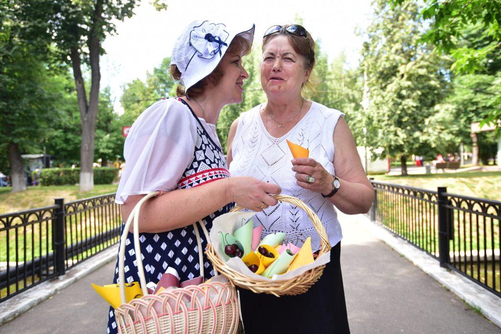 27 июня 2018 года. Лидия Пчелкина и Екатерина Пиняева в парке. Фото: Пелагия Замятина, «Вечерняя Москва»