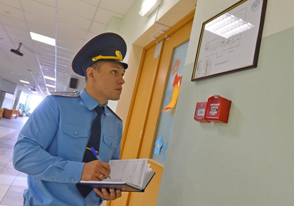 МЧС проверило пожарную безопасность в московских школах