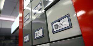 Бесплатные для считывания QR-коды нанесены на таблички и плакаты. Фото: mos.ru