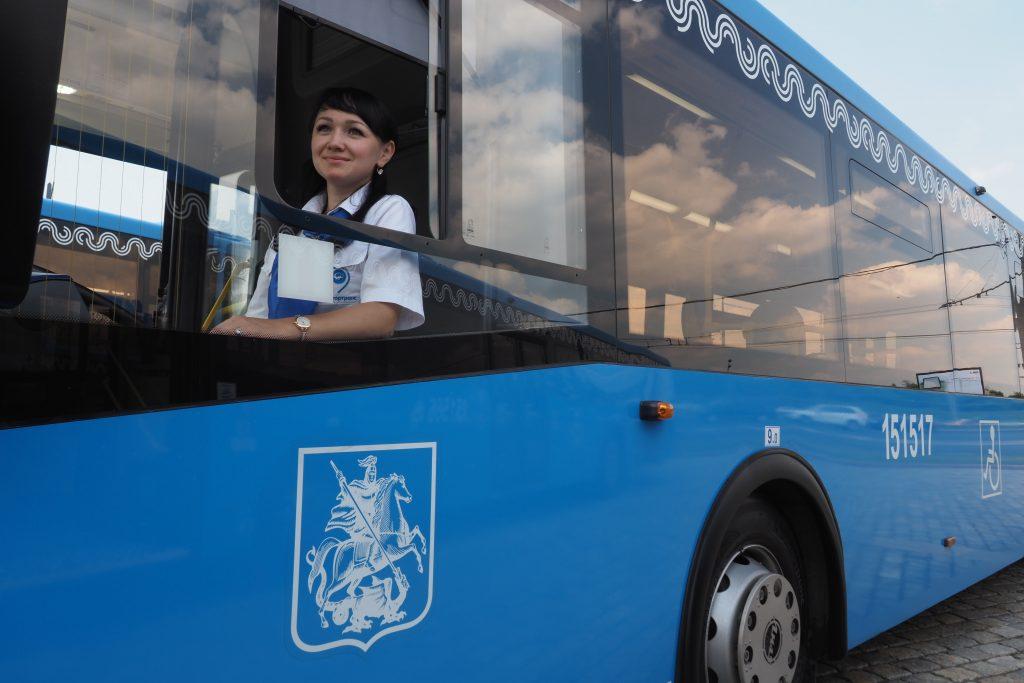 Маршрут автобуса «М5» изменили из-за ДТП с участием грузовика в центре Москвы