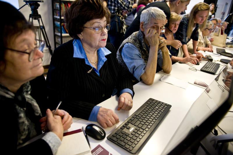 Обучение в «Серебряном университете» прошли около 650 пожилых москвичей